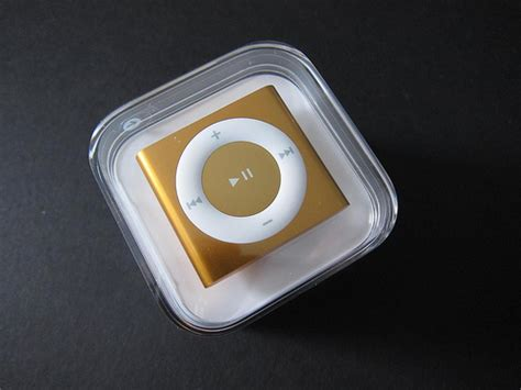 Fourth-Generation iPod Shuffle Unboxing and Comparison