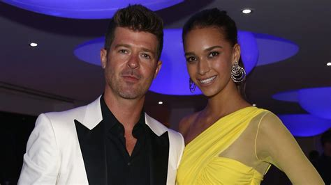 Robin Thicke and His 21-Year-Old Girlfriend Share Sexy