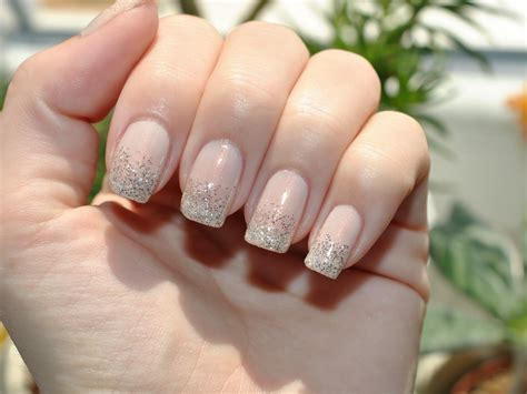 Claire style: Day 10: Gradient nails